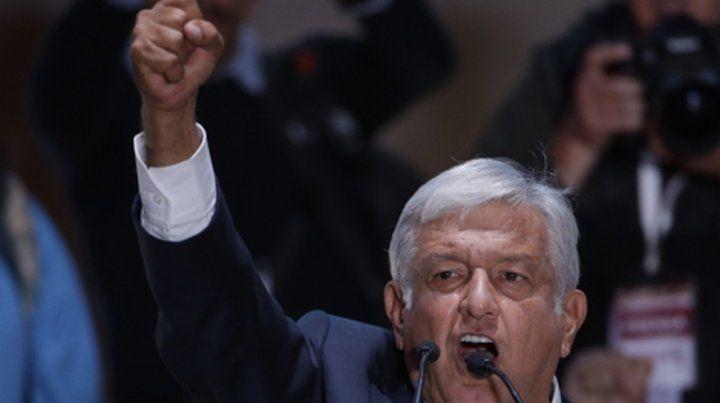 Ganador. López Obrador durante su discurso de la victoria en el Zócalo de la Ciudad de México.