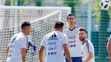 Fenómenos en sus clubes. Messi la rompe en Barcelona, Di María en PSG y Agüero en Manchester. También Higuaín en Juventus.
