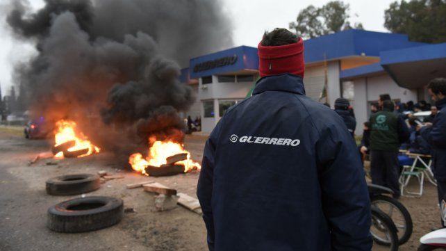 Ayer se vivieron momentos de tensión frente a la planta de San Lorenzo.