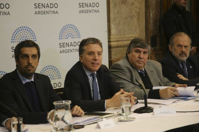 El ministro de Hacienda anunció parte del paquete de medidas en consonancia con el acuerdo con el FMI.