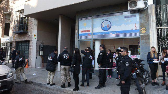 La escena del crimen. La policía en Zeballos al 2100.