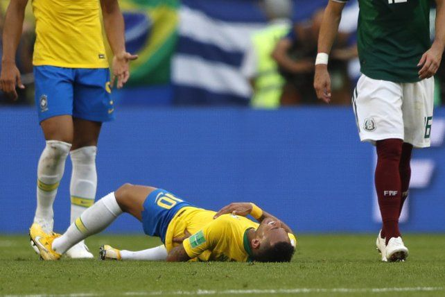 Ronaldo salió a bancar a Neymar de las críticas: Son todas bobadas