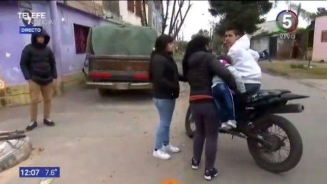 El joven motociclista amenazó al equipo de trabajo de Canal 5.