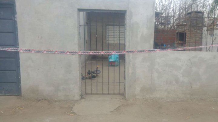 El frente de la casa donde se cometió el crimen.
