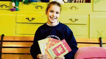 Brina es una fiel lectora de las aventuras de Valeria Varita.
