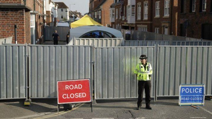 Alerta. La policía cerró al público varios de los sitios frecuentados por las víctimas el viernes y sábado.