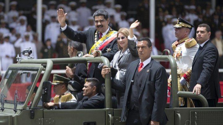 Parada. Maduro asiste al desfile por el día de la independencia.