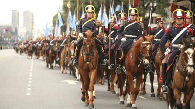A caballerizas. Los porteños no podrán presenciar el desfile que iba a realizarse en avenida del Libertador.
