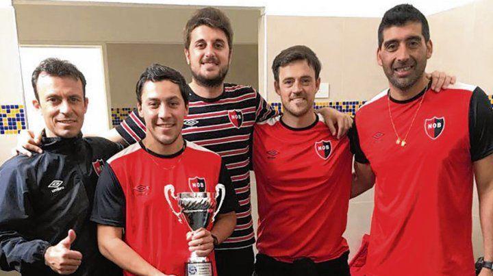 El staff del campeón. Sergio Castellanos (derecha) junto a su equipo de trabajo
