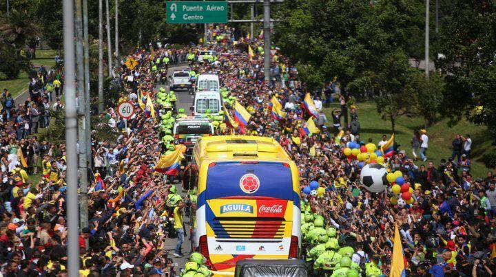 Una gran caravana se armó entre el aeropuerto y el estadio El Campín