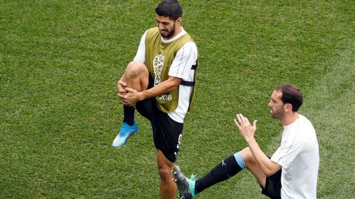 Suárez y Godin en el calentamiento previo.