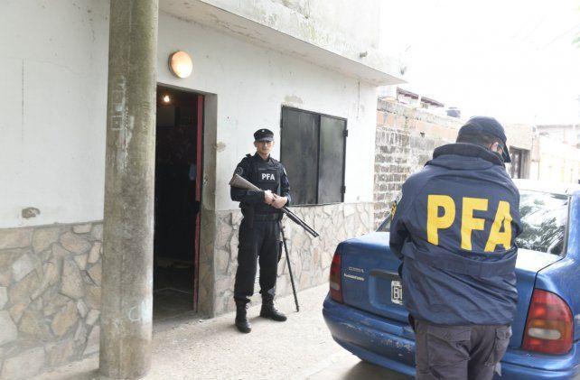 Los allanamientos fueron efectuados por personal de la Policía Federal.