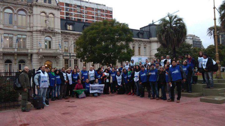 Los docentes se manifestaron esta tarde frente al Ministerio de Educación de la Nación. (Foto: Conadu)