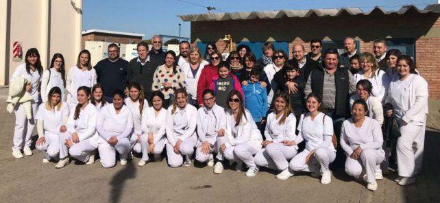 Los trabajadores y la directora del efector público visitaron las instalaciones de la planta.