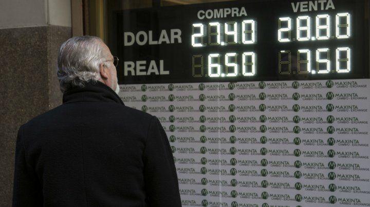 Dólar. El gobierno ya usó casi 20% de los u$s7.500 millones del FMI.