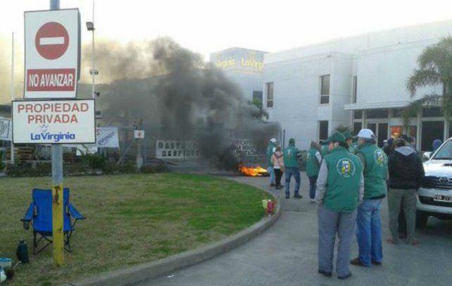 Los trabajadores denunciaron intimidaciones por parte de Gendarmería.