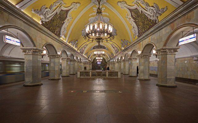Las estaciones del metro moscovita se destacan por su maravillosa arquitectura y la imponente decoración.