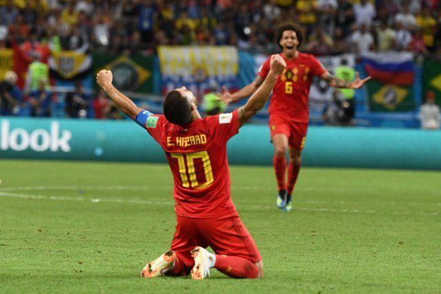 El punzante Hazard celebra la gran victoria belga ante Brasil y Witsel se apresta a sumarse al festejo.
