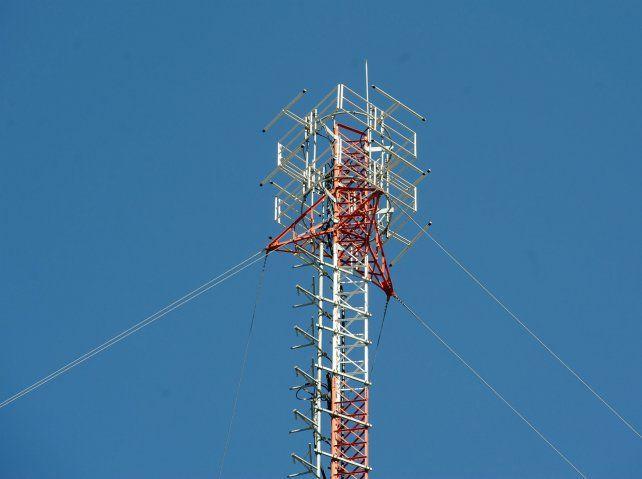 Las empresas de telefonía pedirán al Concejo cambiar las normas para instalar más soportes.