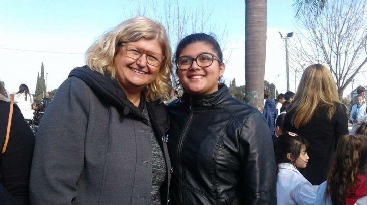Con la ministra. Balagué ponderó el trabajo de la estudiante.
