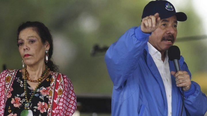 El presidente Daniel Ortega y su esposa Rosario Murillo durante el acto en el que descartó todo diálogo.