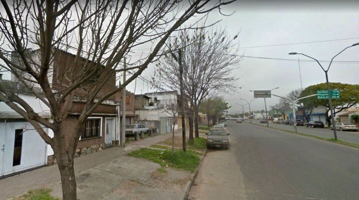 Un ladrón fue atrapado al quedar enganchado en la reja de una casa
