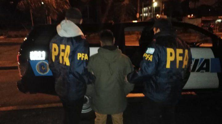 Detienen a tres jóvenes por intentar vender drogas en una fiesta electrónica