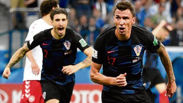 Goleador. Mario Mandzukic es el máximo referente de área que tienen los croatas.