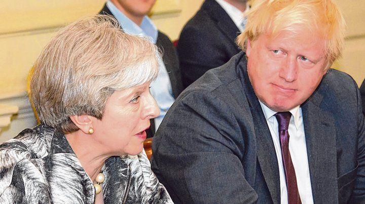 Ex aliados. Boris Johnson y Theresa May durante una sesión en el Parlamento.