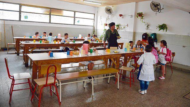 28 veces menos. La provincia destina a los comedores 3 mil millones de pesos al año