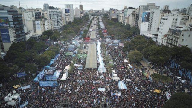 9 de julio y belgrano. El Día de la Independencia se vivió con ánimo de protesta en el centro porteño.