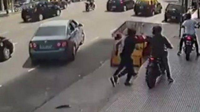 Cometió una entradera y huyó en una moto de la víctima