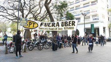 Los taxistas protestaron en septiembre pasado contra el desembarco de Uber.