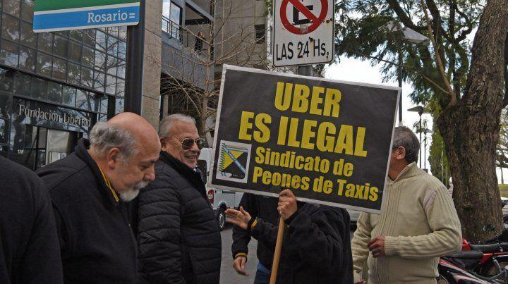 Schmuck aseguró que sería interesante que Uber llegue a la ciudad de Rosario