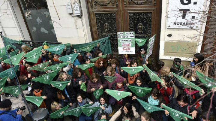 El pañuelazo verde se realizó en las puertas de la CGT.