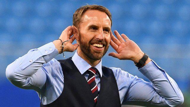 El técnico inglés se gana el corazón de su país con cortesía
