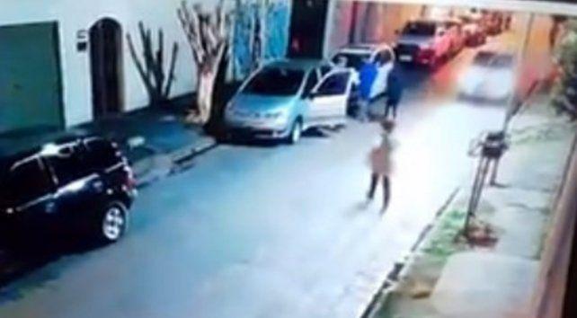 Un nene de 12 años intentó salvar a sus abuelos de un robo con un palo