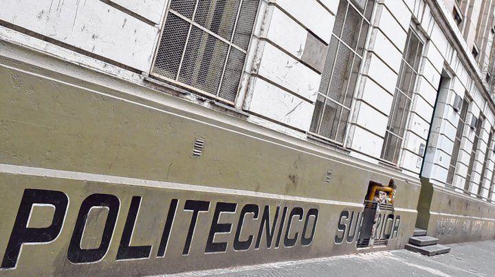 Colegio. Al Instituto Politécnico acuden 1.400 alumnos y sus padres temen que pierdan el año por los paros.