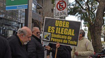 Protesta. La aplicación todavía no muestra señas de desembarcar en la ciudad, pero los taxistas ya se oponen.