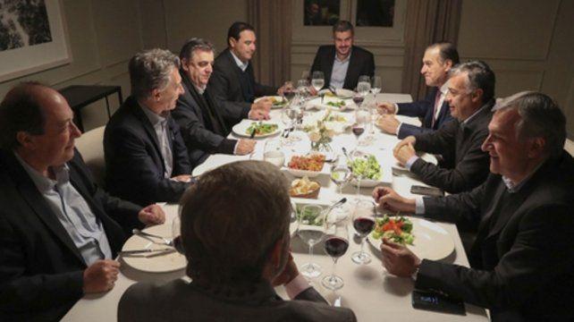 Ensaladas. El presidente cenó con los líderes radicales en Olivos.