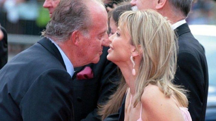 Temblor en la Casa Real. Corinna junto al monarca emérito español.