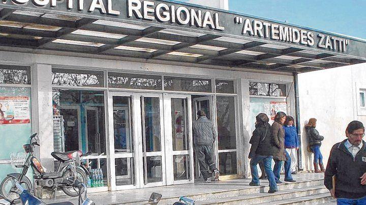 Afectado. El hospital público más importante de la ciudad de Viedma sufrió la baja de médicos especialistas.