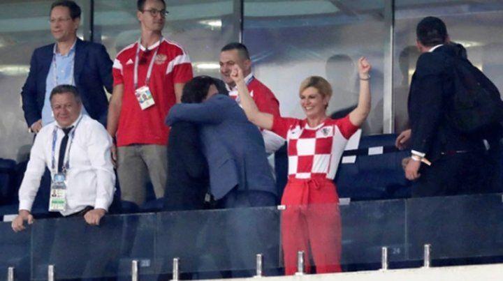 La presidenta de Croacia festeja en Rusia y se paga el viaje