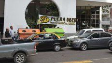 Los taxistas ya se movilizaron para protestar por la llegada de Uber a Rosario.