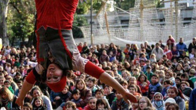 Teatro y máquina de volar en el El Jardín de los Niños.