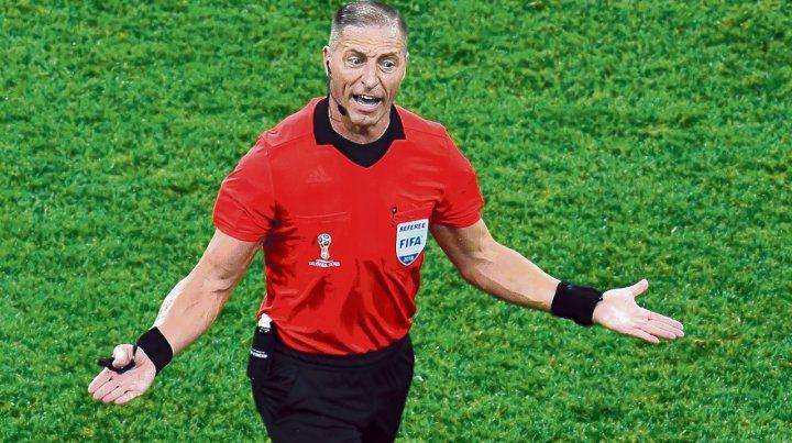 Presencia. Néstor Pitana arrancó con firmeza en el Mundial y la eliminación de Argentina le abrió el camino hacia la final entre franceses y croatas.