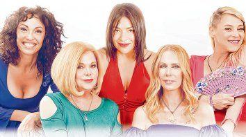 Libres al fin. Ernestina Pais, Marta González, Claribel Medina, María Valenzuela y Divina Gloria se ríen y reflexionan sobre el paso de los años.