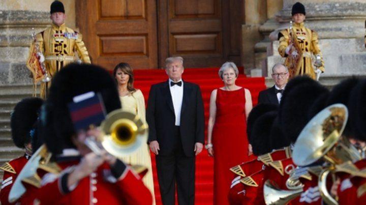 De Gala. Trump y su esposa Melania en la cena que ofreció la premier inglesa en el palacio de Blenheim.