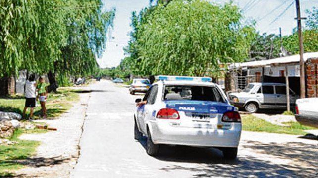 Barrio duro. La policía irrumpió en Nuevo Alberdi con varios allanamientos.