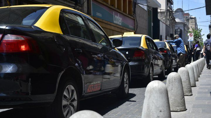 Los peones de taxis se suman al paro del martes